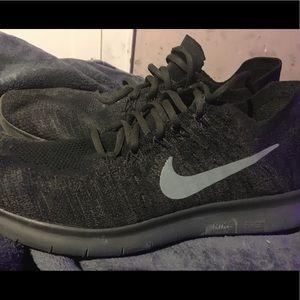 Nike Free Rn Flyknit Men's 12.5 Black/Grey/Green